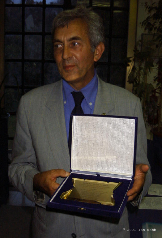 Maurizio Vecchia receives an award for his hybrid P.Stradivarius